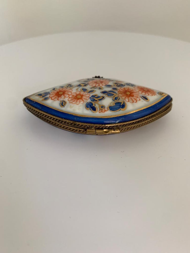 Beautiful Limoges France Hand Painted Porcelain Fan Trinket Box In Good Condition For Sale In Tustin, CA