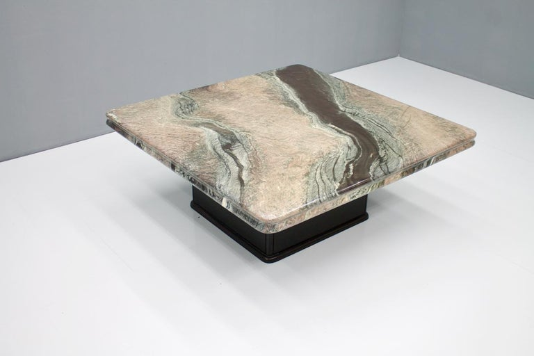 Beautiful coffee table with a fantastic marble top and a black wood base. Very good condition.