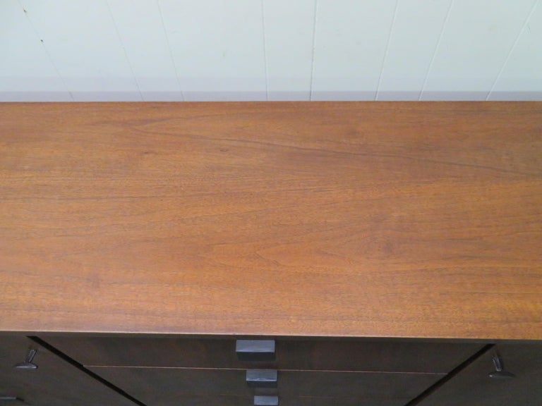 Beautiful Milo Baughman Walnut Credenza Sideboard for Directional For Sale 4