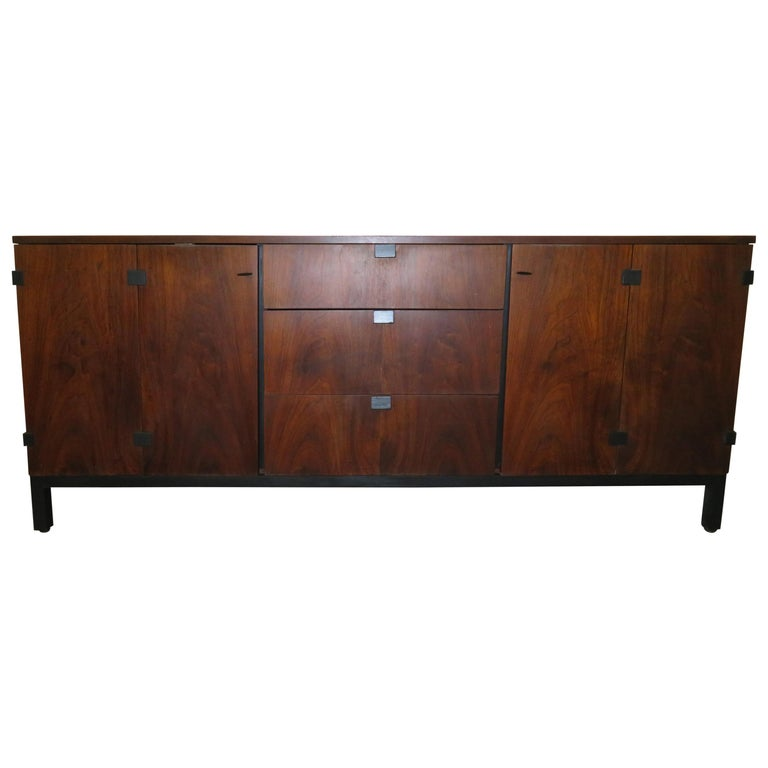Beautiful Milo Baughman Walnut Credenza Sideboard for Directional For Sale