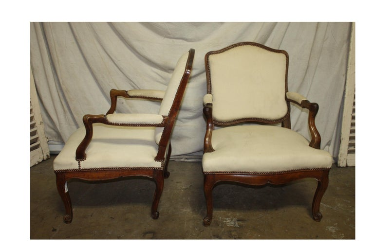 Louis XV Beautiful Pair of 18th Century French Armchairs For Sale