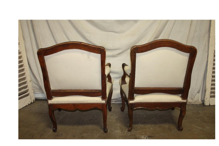 Walnut Beautiful Pair of 18th Century French Armchairs For Sale