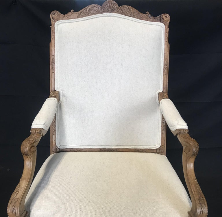 Beautiful Pair of Antique French Louis XV Light Walnut Armchairs For Sale 1