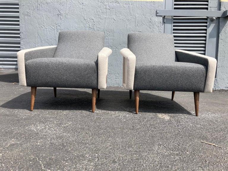 American Beautiful Pair of Lounge Chairs, Kvadrat Fabric, Oak Legs, Gray For Sale