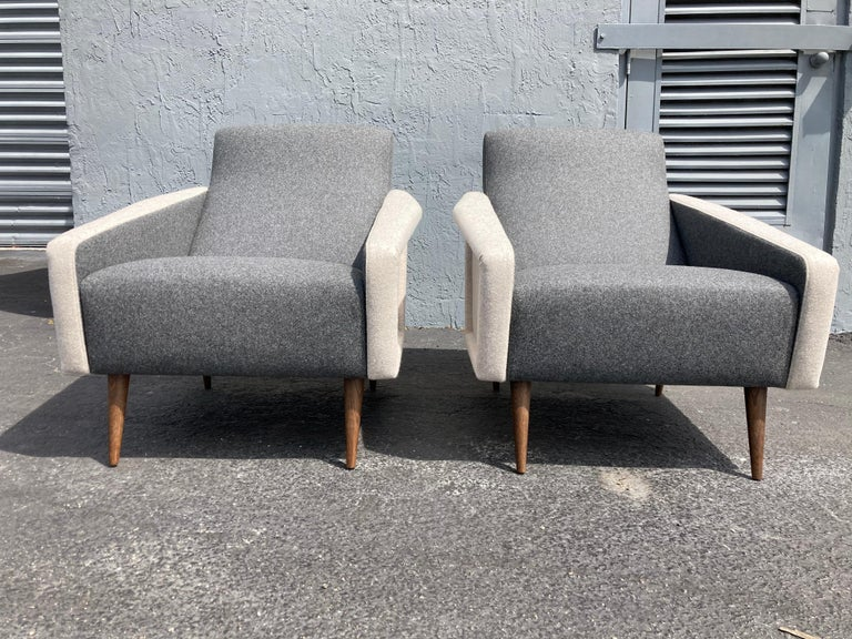 Contemporary Beautiful Pair of Lounge Chairs, Kvadrat Fabric, Oak Legs, Gray For Sale
