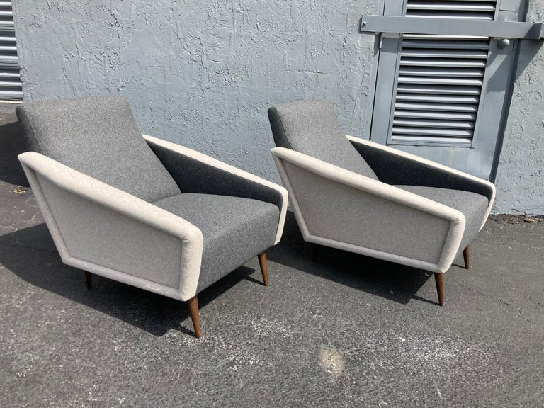 Beautiful Pair of Lounge Chairs, Kvadrat Fabric, Oak Legs, Gray For Sale 1