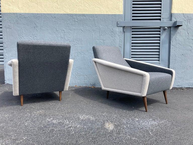 Beautiful Pair of Lounge Chairs, Kvadrat Fabric, Oak Legs, Gray For Sale 2