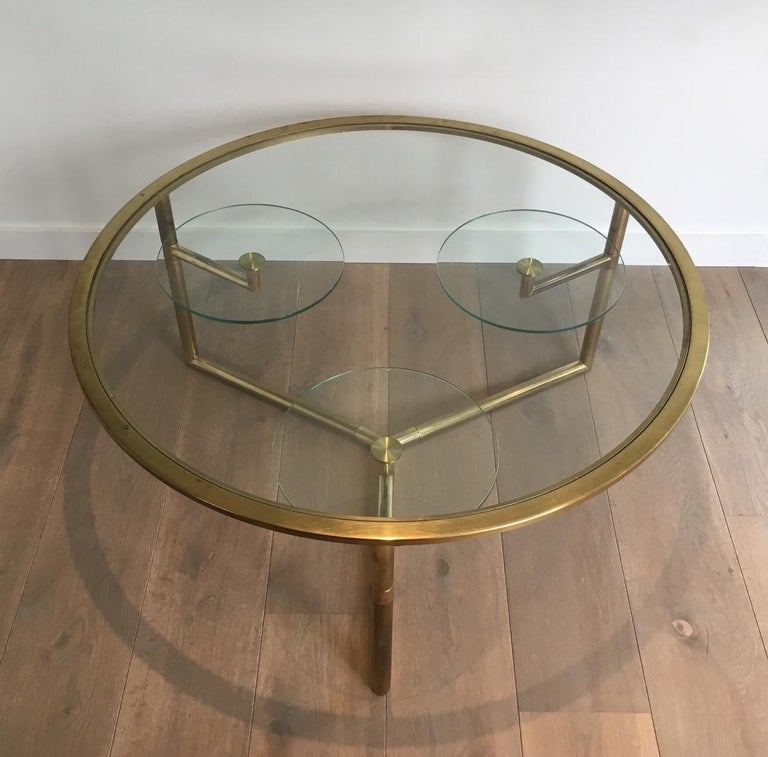 Beautiful Rare Round Gold Gilt Coffee Table with Removable Round Glass Shelves In Good Condition For Sale In Marcq-en-Baroeul, FR