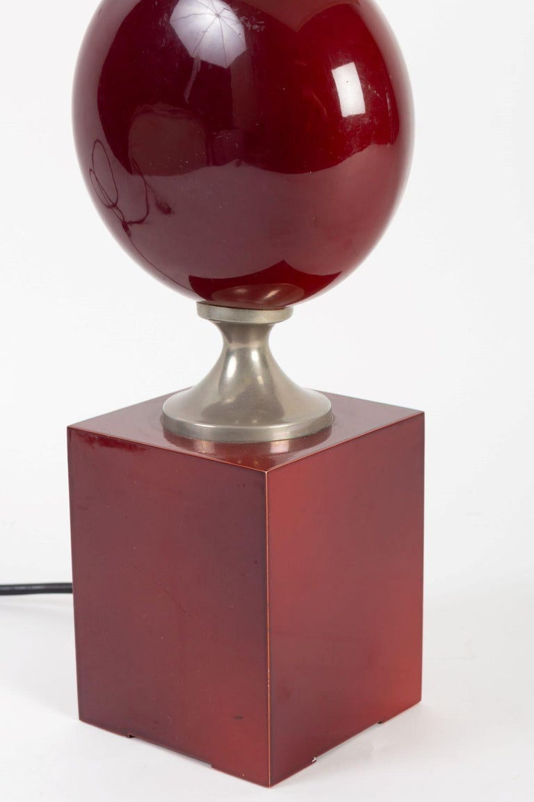 Beautiful blood red lacquered metal table lamp by Philippe Barbier, with square section from the 1970s in blood red lacquered metal. Dimensions: height: 40 cm, width: 10 cm. Total height: 57 cm. Lampshade added later: dimensions: 20 x 20 x 20