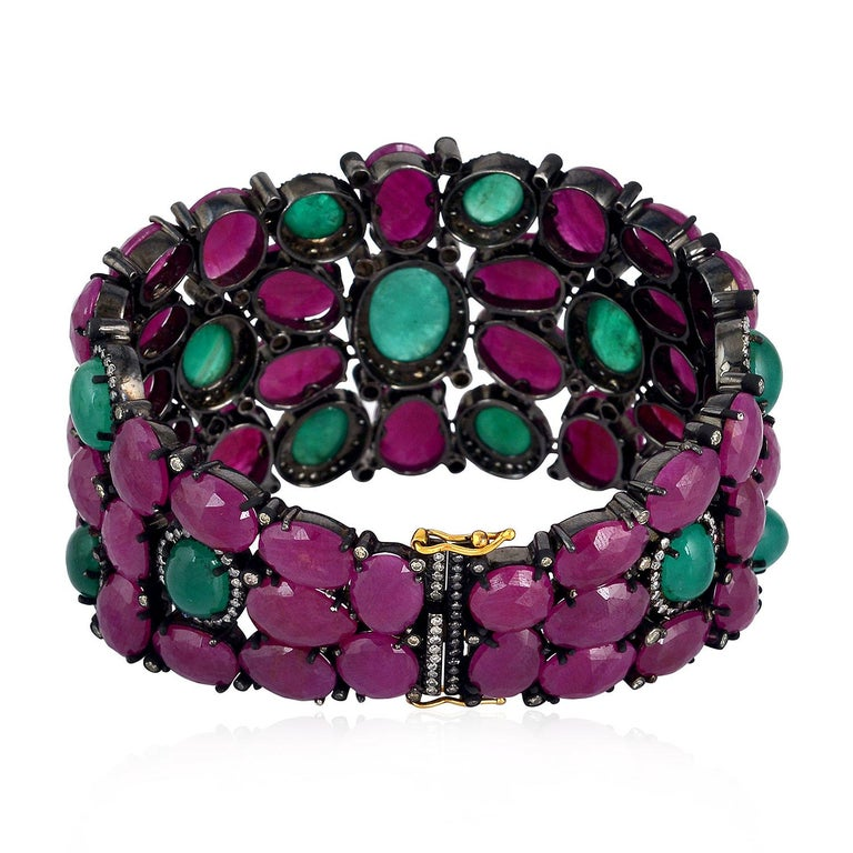 Beautiful Ruby and Emerald Cabochon Bracelet In New Condition For Sale In New York, NY