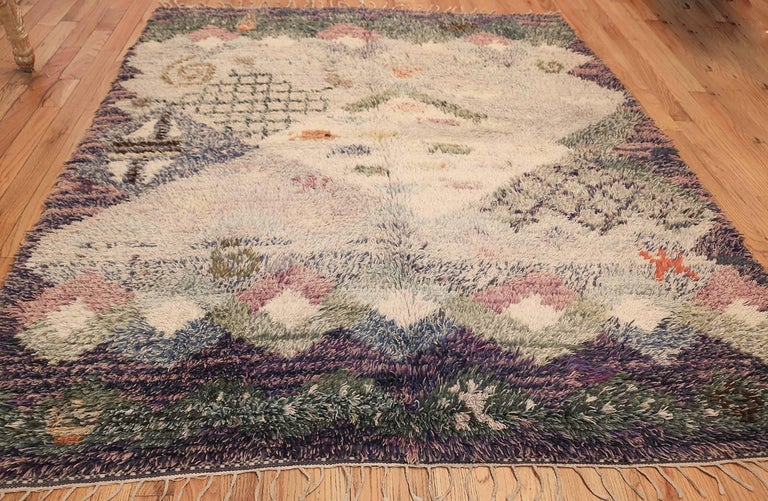 Beautiful Shag Vintage Swedish Rya Rug. Size: 6 ft 5 in x 7 ft 6 in In Excellent Condition In New York, NY
