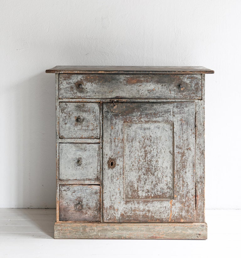 Gustavian Beautiful Simple Swedish Early 19th Century Cabinet in Original Paint For Sale