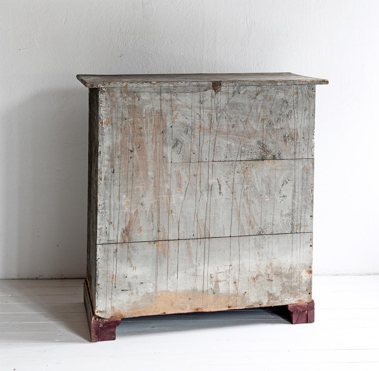 Beautiful Simple Swedish Early 19th Century Cabinet in Original Paint For Sale 1