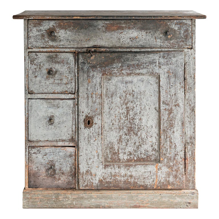 Beautiful Simple Swedish Early 19th Century Cabinet in Original Paint For Sale