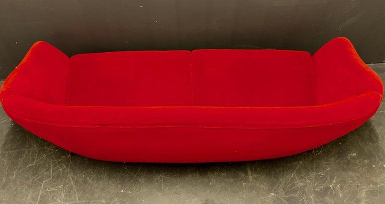 Beautiful Sofa Attributed to Andrea Busiri Vici For Sale 4