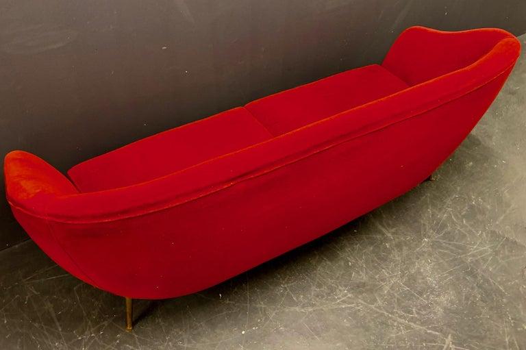 Beautiful Sofa Attributed to Andrea Busiri Vici For Sale 5
