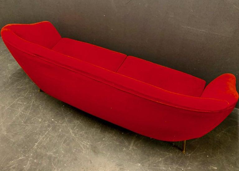 Beautiful Sofa Attributed to Andrea Busiri Vici For Sale 6