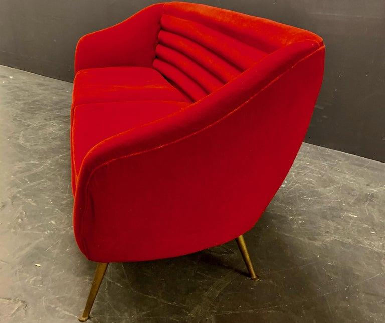 Beautiful Sofa Attributed to Andrea Busiri Vici For Sale 1