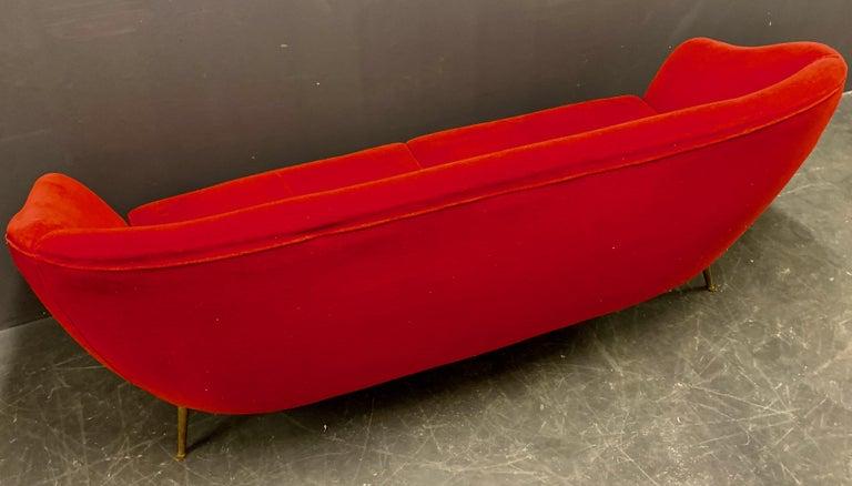 Beautiful Sofa Attributed to Andrea Busiri Vici For Sale 3