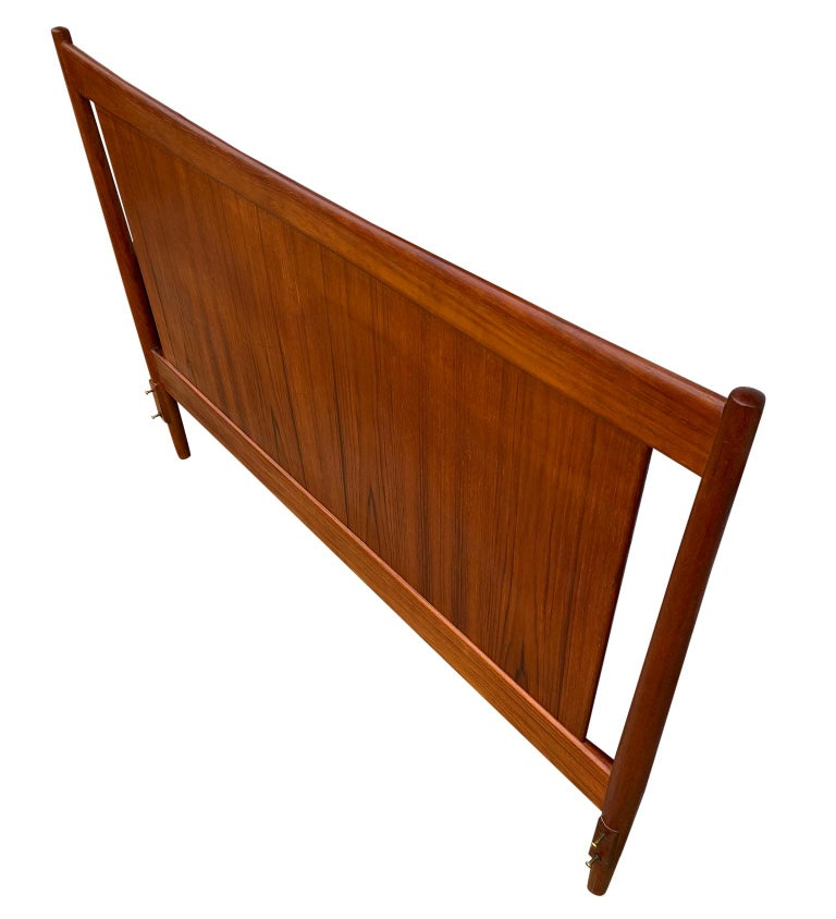 Beautiful Solid Teak Danish Mid-Century Modern Full Headboard Bedframe In Good Condition For Sale In BROOKLYN, NY