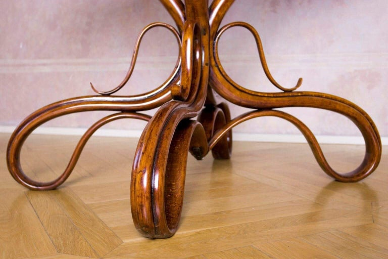 Beautiful Thonet Restored Table In Excellent Condition For Sale In Gyermely, Komárom-Esztergom