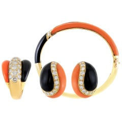 Beautiful Van Cleef & Arpels Set with Coral Onyx and Daimonds
