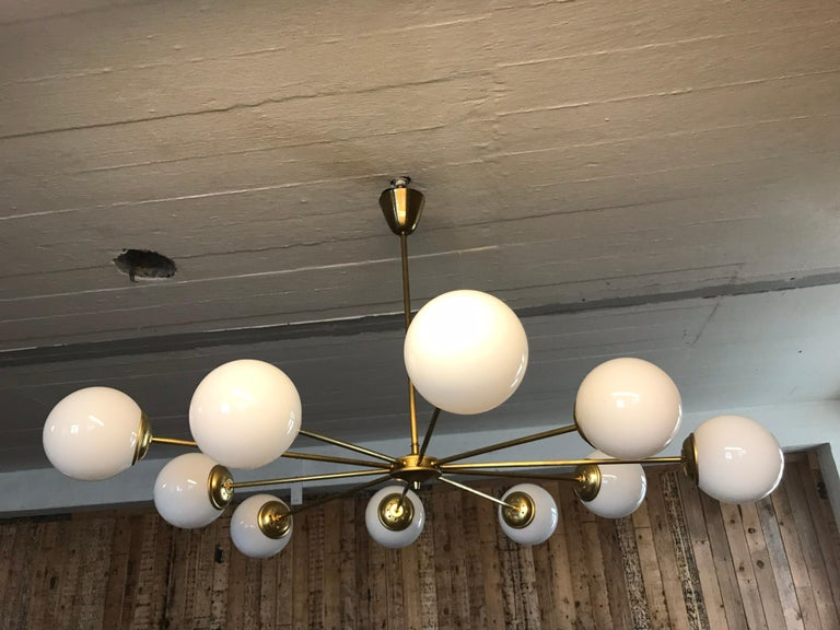 Beautiful Vintage Italian 10 Arm Chandelier in Brass with Opaline Glass Shades For Sale 4
