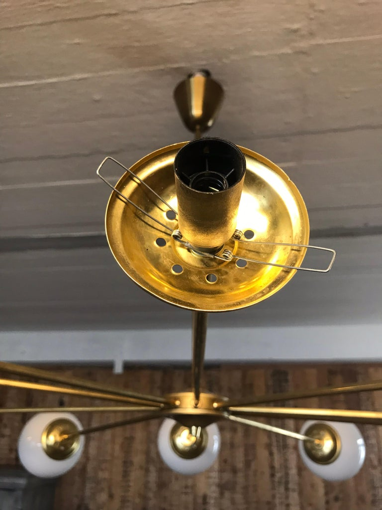 Hand-Crafted Beautiful Vintage Italian 10 Arm Chandelier in Brass with Opaline Glass Shades For Sale