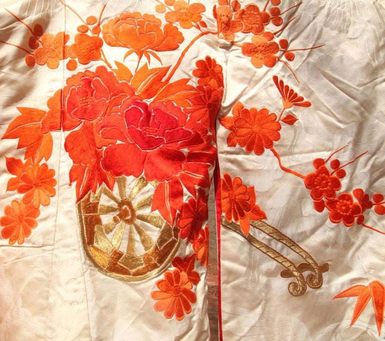 Beautiful Vintage Japanese Ceremonial Kimono Uchikake In Good Condition For Sale In Atlanta, GA