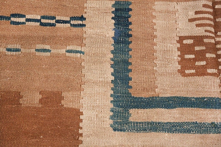 Mid-Century Modern Beautiful Vintage Scandinavian Swedish Kilim Rug. Size: 5 ft 4 in x 7 ft 2 in For Sale