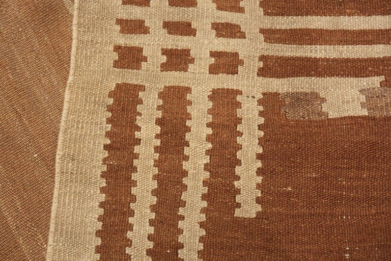 Beautiful Vintage Scandinavian Swedish Kilim Rug. Size: 5 ft 4 in x 7 ft 2 in For Sale 1