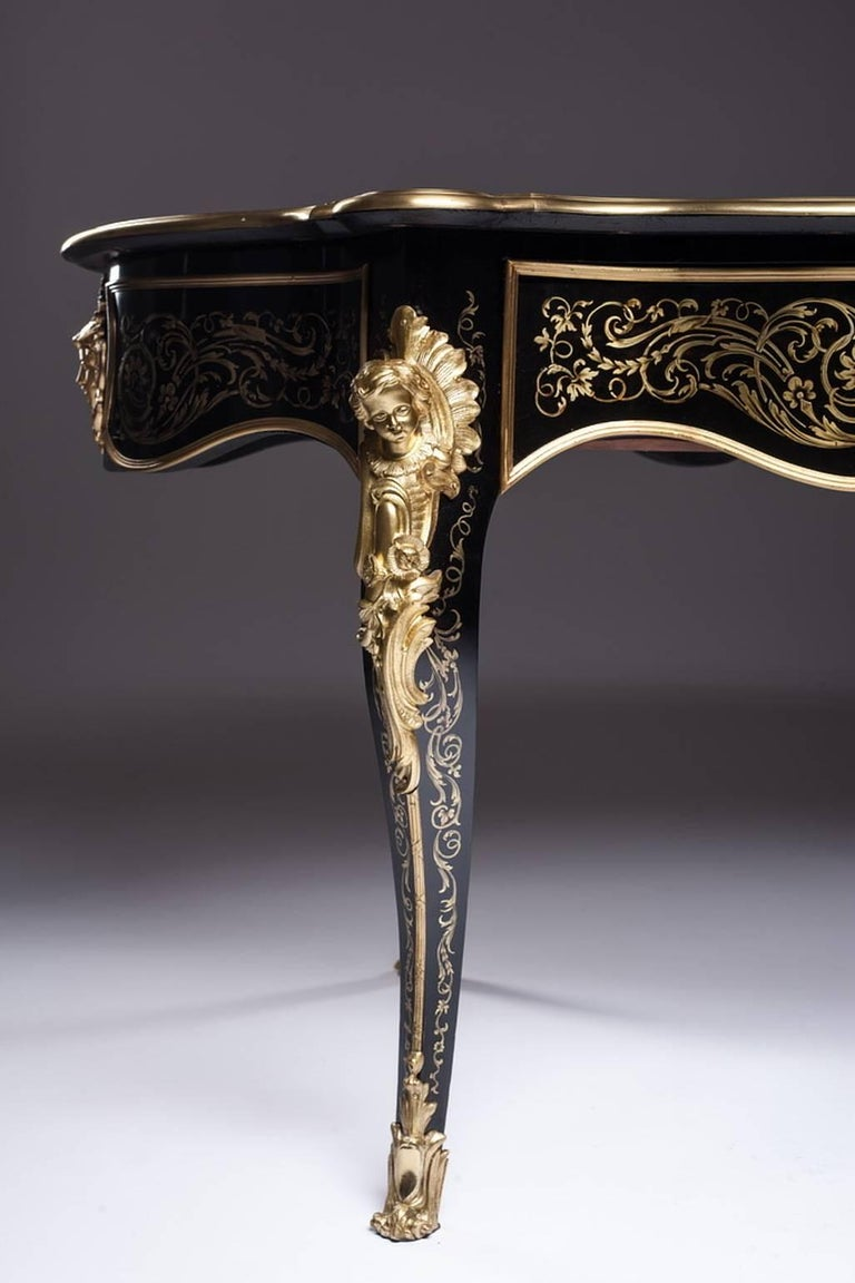 French Beautiful Violin Shaped Table with Refined Boulle Marquetry on Black Veneer For Sale