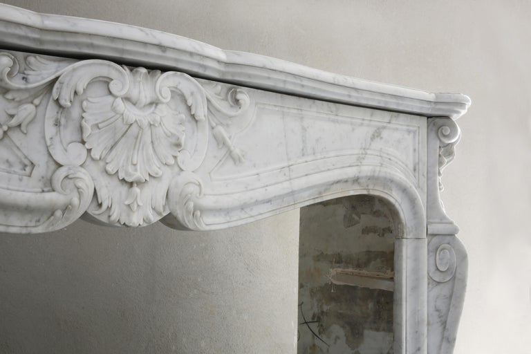 Beautiful White Marble Antique Fireplace from Louis XV, 19th Century In Good Condition For Sale In Made, NL