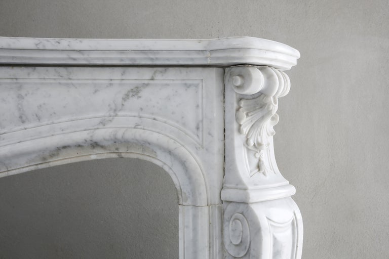 Beautiful White Marble Antique Fireplace from Louis XV, 19th Century For Sale 1