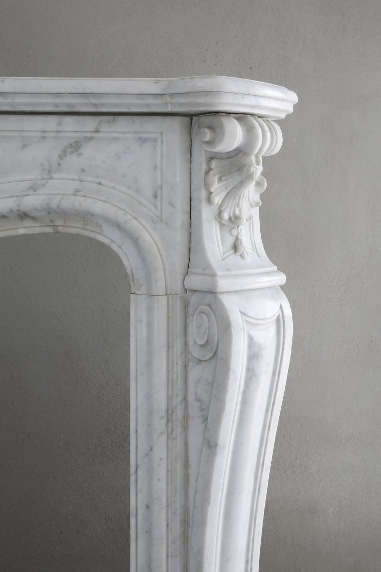Beautiful White Marble Antique Fireplace from Louis XV, 19th Century For Sale 3
