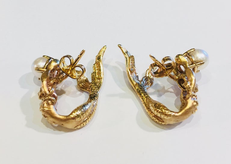 Beautifully Detailed Mermaid Three Dimensional Yellow Gold Pearl Wrap Earrings In Excellent Condition For Sale In Tustin, CA