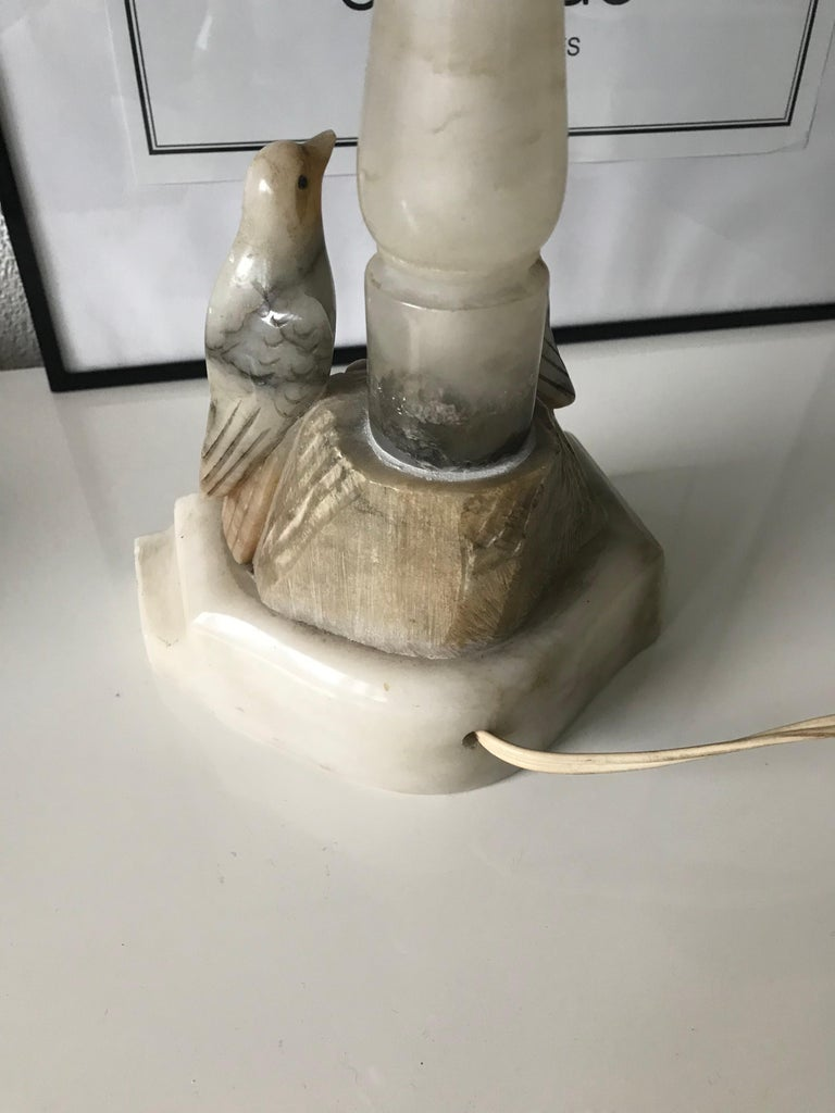 Beautifully Hand Carved Midcentury Nesting Birds Alabaster Table or Desk Lamp For Sale 4