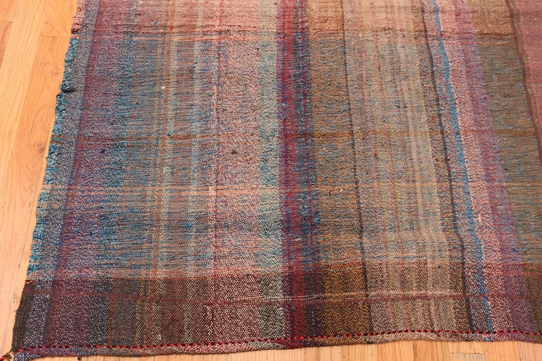Beautifully Striped Decorative Vintage Persian Kilim Rug. 8 ft 4 in x 11 ft 5 in In Good Condition For Sale In New York, NY