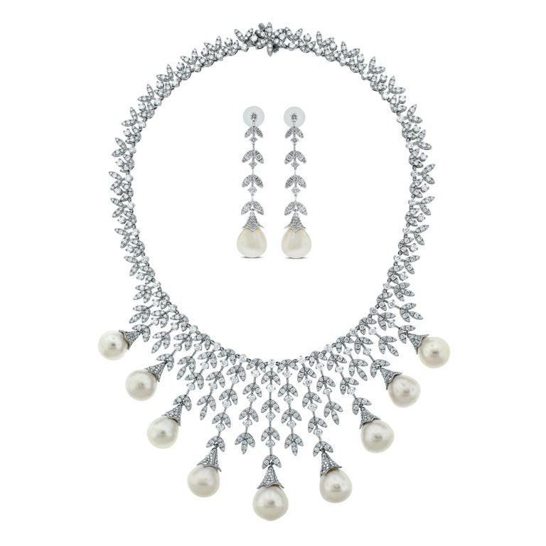 Beauvince Diamond and South Sea Pearl Dangle Earrings in White Gold In New Condition For Sale In New York, NY