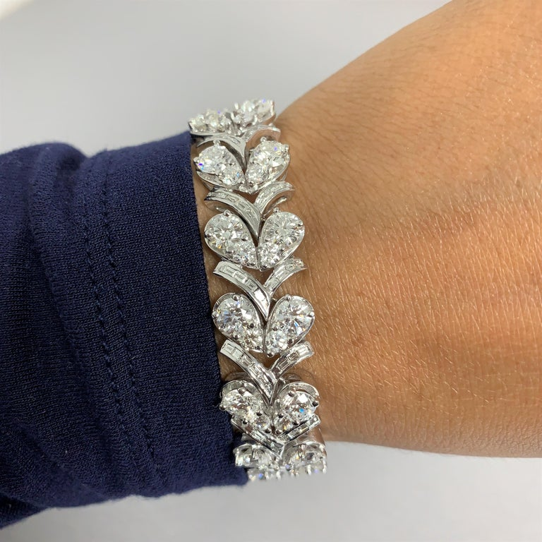 Beauvince Grapevine Round and Baguette Diamond Bracelet in White Gold In New Condition For Sale In New York, NY