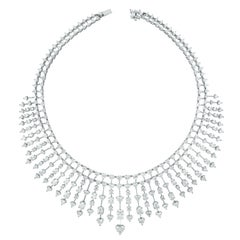 Beauvince Hearts Collar Necklace in White Gold