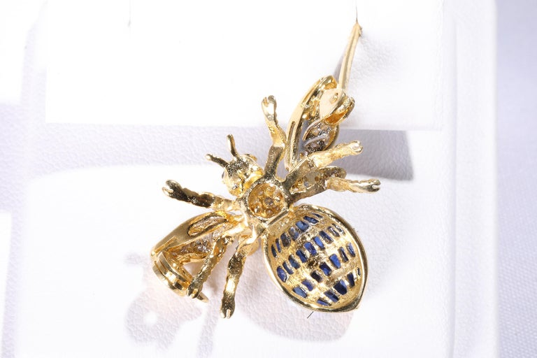 Bee Brooch with Sapphires In New Condition For Sale In Bad Kissingen, DE