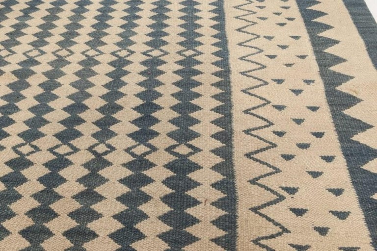 Beige and Dark Blue Modern Flat-Weave Rug In New Condition For Sale In New York, NY