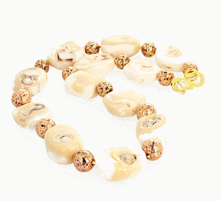 Beige Coral and Goldy Rondels Necklace In New Condition For Sale In Tuxedo Park, NY