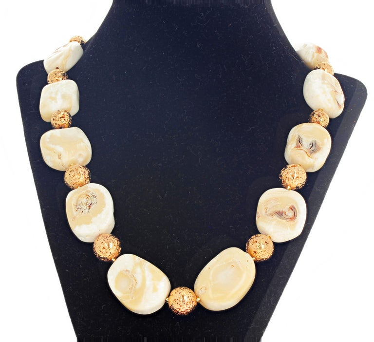 Beige Coral and Goldy Rondels Necklace For Sale 1