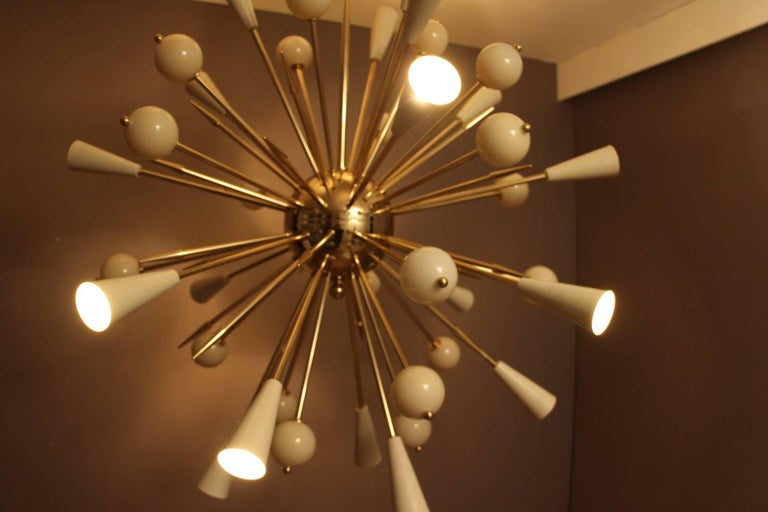 Beige Murano Glass and Brass Sputnik Chandelier in Stilnovo Style For Sale 4