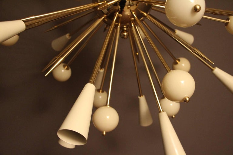 Beige Murano Glass and Brass Sputnik Chandelier in Stilnovo Style For Sale 3