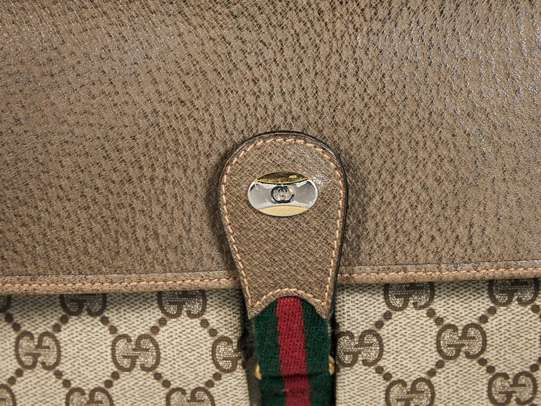 Beige Vintage Gucci Logo Messenger Bag In Good Condition For Sale In New York, NY