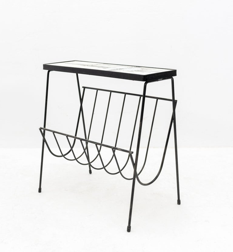 Very nice side table and newspaper rack. By Juliette Belarti. Very good condition.