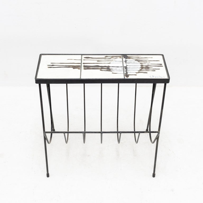 Belarti Side Table Newspaper Rack In Good Condition For Sale In Den Haag, NL